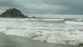 Truyện bây giờ mới kể, những con sóng như muốn nuốt tất cả trong ngày mưa bão tại Cửa Lò