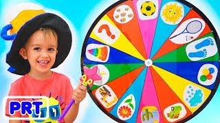 Crianças engraçadas fingem brincar com roda mágica