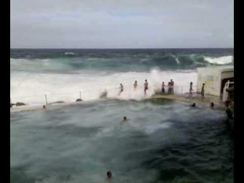 Massive Waves at Bronte Pool
