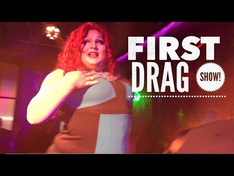 Straight Girls First Time at a DRAG SHOW!!