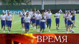 Сборная России прилетела в Самару, где состоится матч с командой Уругвая.