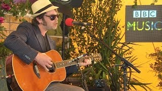 Gaz Coombes performs Girl Who Fell To Earth in the BBC Music Tepee