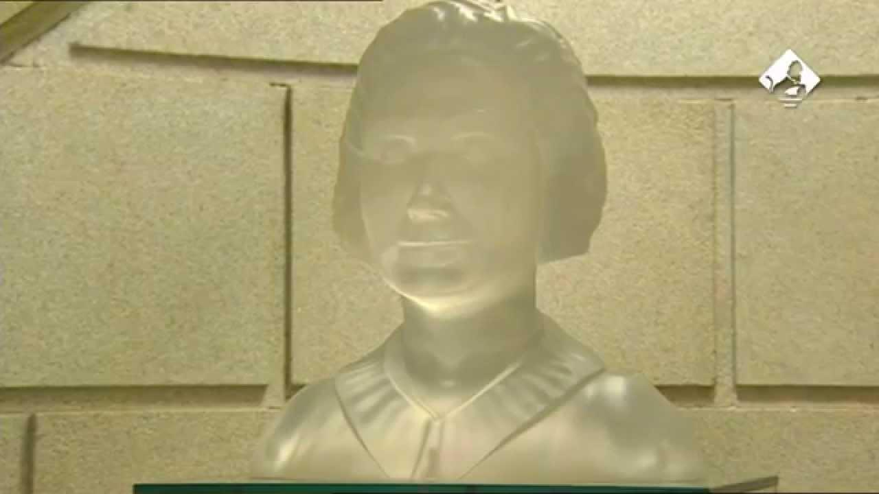 7a2b53832 Busto de Clara Campoamor - YouTube