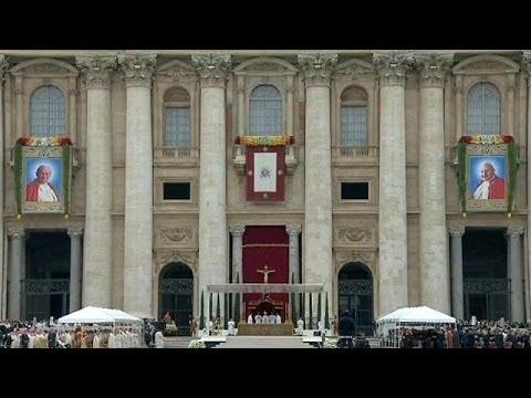 Catholic pilgrims celebrate creation of two new saints