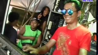 Download lagu Romansa 17 Di Saat aku tersakiti  live Desa  jebol Mayong 12 januari 2016 SR net Pendem