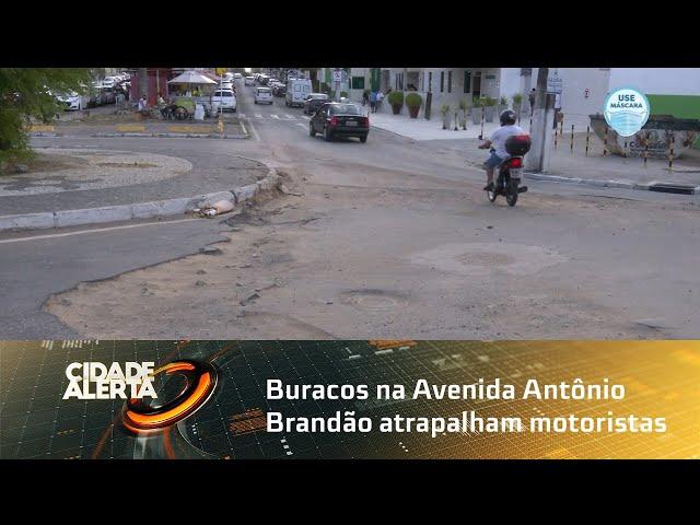 Buracos na Avenida Antônio Brandão atrapalham motoristas