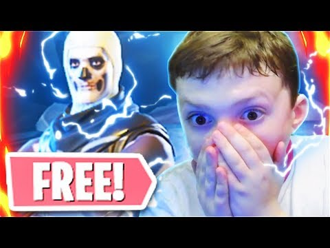 Surprising My Little Brother With The SKULL TROOPER In Fortnite Battle Royale! (Free Skull Trooper)