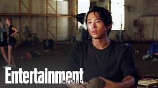 The Walking Dead: Steven Yeun & Lauren Cohan On Glenn & Maggie | Entertainment Weekly thumbnail