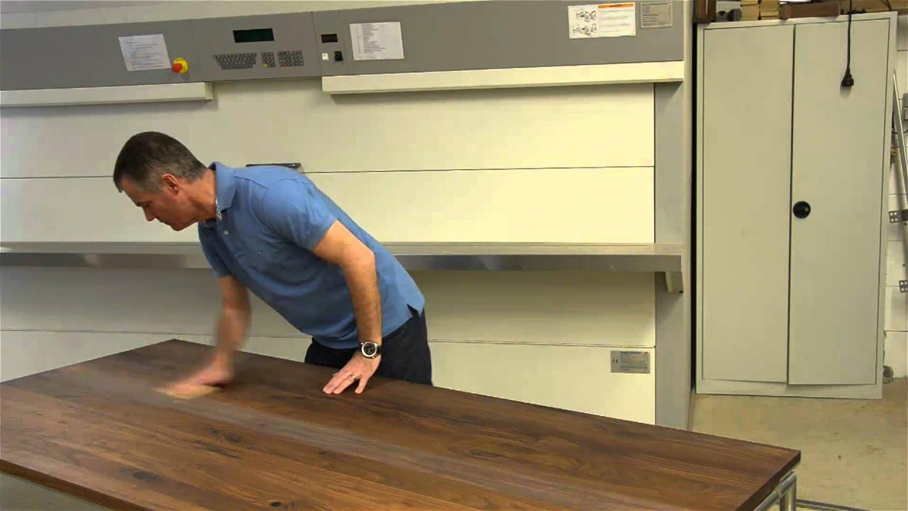 Kees Verhouden: meubels in de olie zetten - YouTube