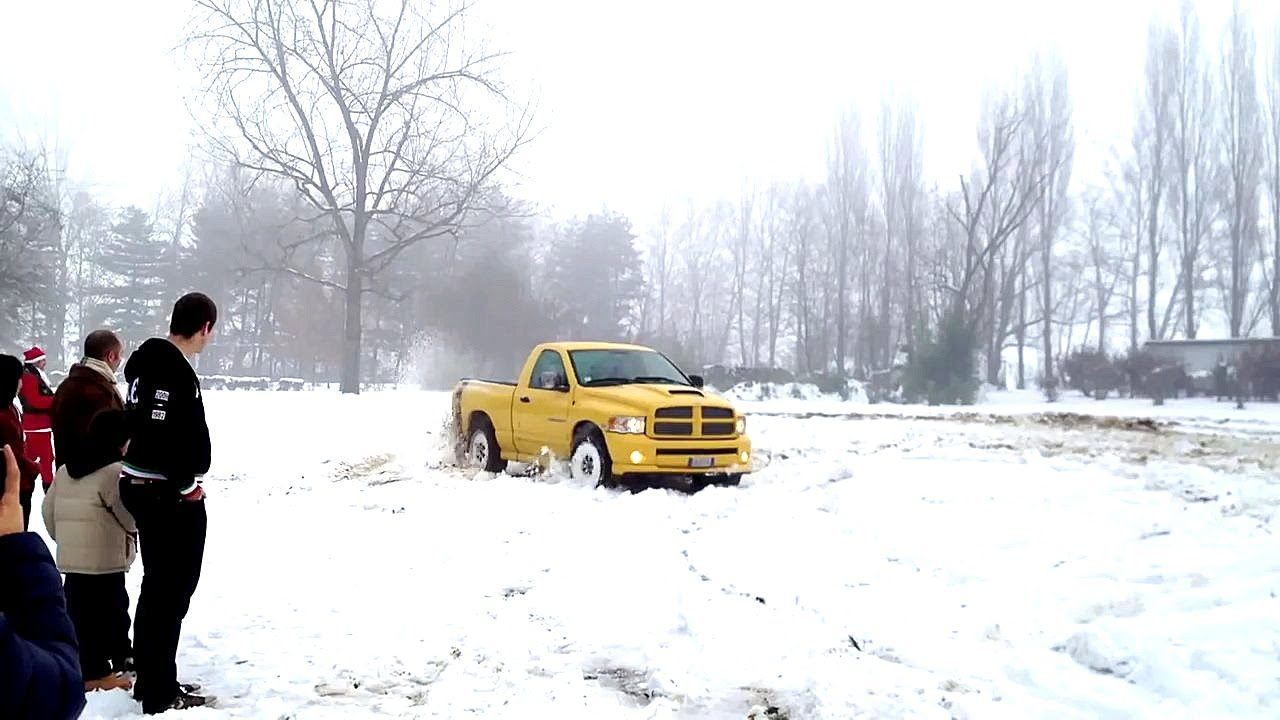 Dodge RAM 1500 V8 5.7 Hemi Rumble Bee 4x4 Snow Fun ...