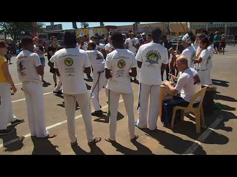 Cape Town Main Road Open Street: Capoeira in Obs