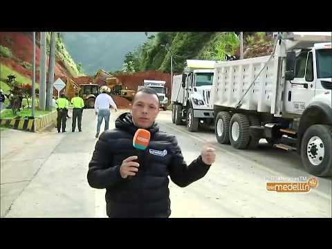 Vía Medellín - Santa Fe de Antioquia se mantiene cerrada por derrumbe [Noticias] - Telemedellín