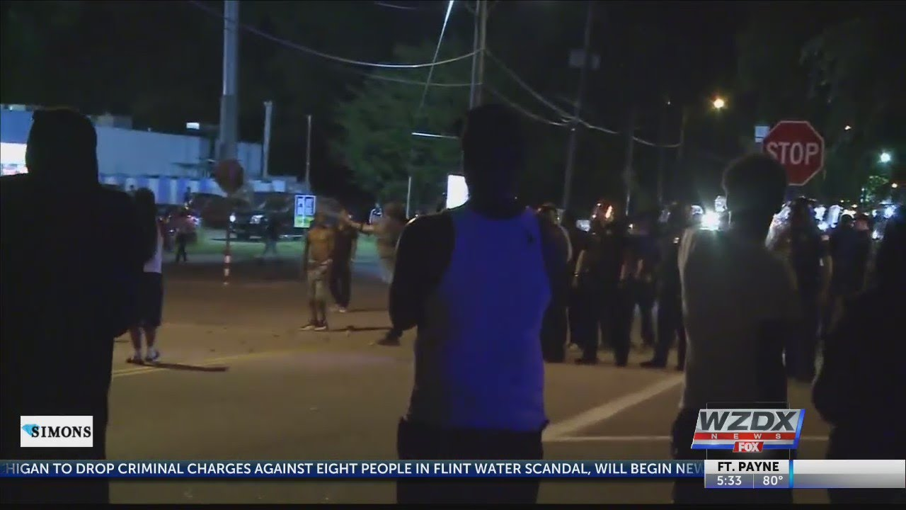 Violence in Memphis after U S  Marshals shot and killed a man with multiple  warrants