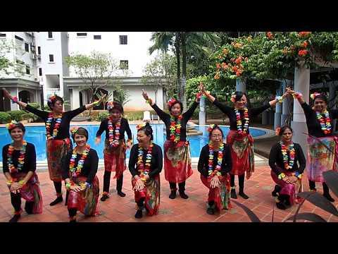 Anne Lai and the Hukilau dancers from Taman Desa Kuala Lumpur