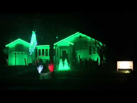 Christmas lights to music on a house lightstoabeat youtube for Christmas house music