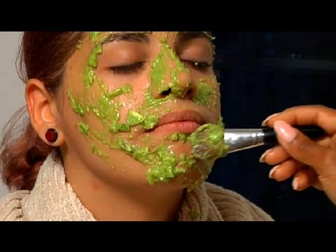 Making Your Own Avocado Face Mask : Easy Beauty Tips