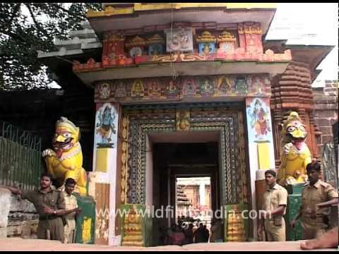 Beggars outside the Lingaraj Temple in Bhubaneshwar, Orissa