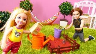 Spielspaß mit Barbie - Puppenvideo für Kinder - Ein Garten für Evi