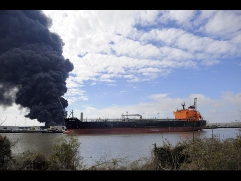 PORT of SAVANNAH FIRE BREAKS OUT IN WAREHOUSE - Tons of Rubber BURN