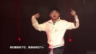 《尖叫之夜》演唱会现场 李佳隆《月儿圆》.mp4