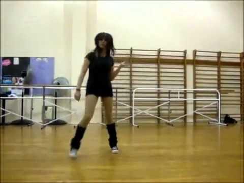 Best girl shuffler vs boy shuffler 2013 SHUFFLING **NEW** DJ CHAMBAUD