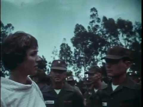 Julie Andrews visits soldiers in Hawaii