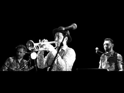 RADIO TUTTI Feat BARILLA SISTERS - Cumbia pizzicata di Aradeo