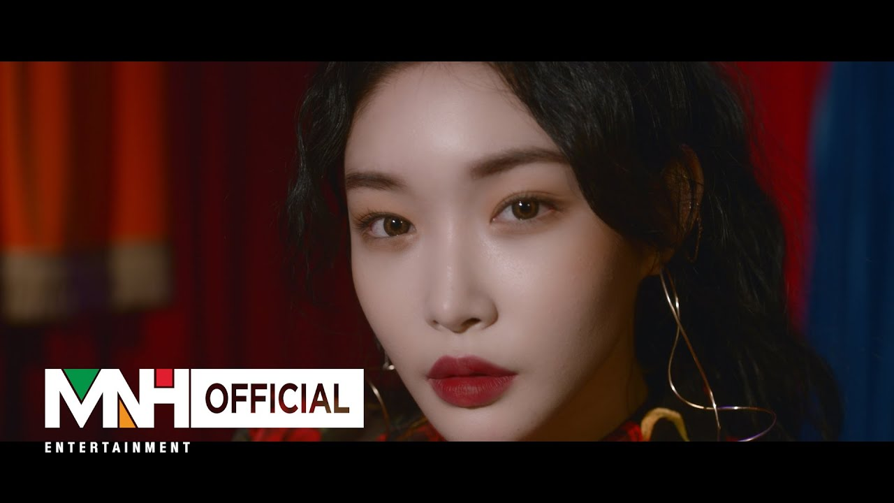 "Download 청하 (CHUNG HA) - ""벌써 12시 (Gotta Go)"" Music Video"