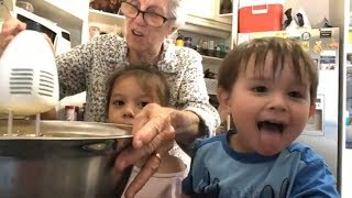 Vlog 113 || BÀ CHÁU LÀM BÁNH BÔNG LAN BƠ ( Making Cupcakes )