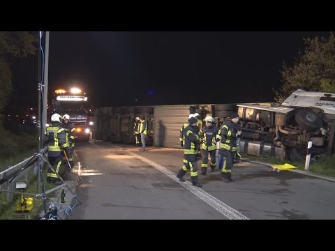 Haribo-Laster umgekippt auf A555 Höhe Bonn-Auerberg am 29.04.16 + O-Töne