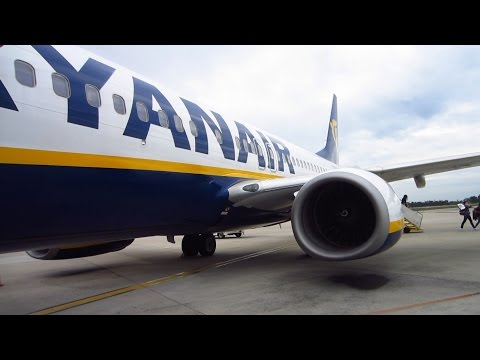 RYANAIR Boeing 737-800 full flight from Barcelona to Oporto + visit to Oporto