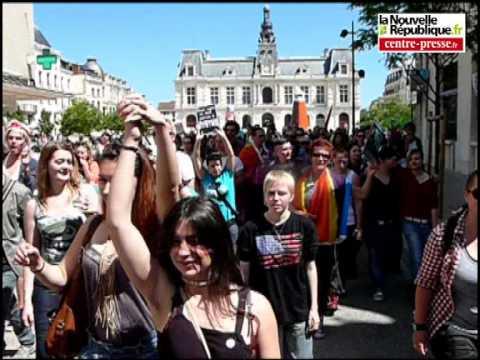 VIDEO. La Marche des fiertés a rassemblé près de 800 personnes