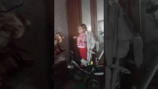 видео что ребенок делает на компьютере