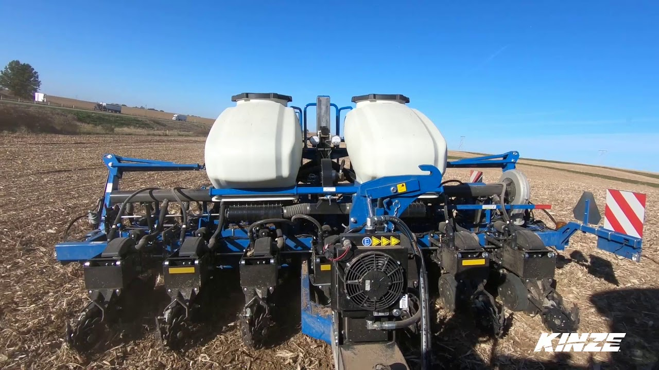 Introducing The Kinze 3500 8 Row 70 Cm Planter Youtube