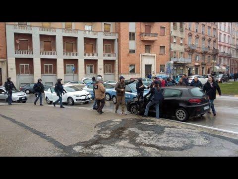 إيطاليا: توقيف أحد أنصار اليمين المتطرف فتح النار على مهاجرين في ماتشيراتا  - 12:23-2018 / 2 / 5