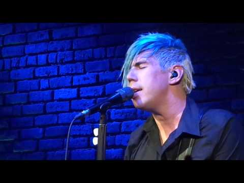 @mtrench Marianas Trench sings Masterpiece Theatre live at The Roxy