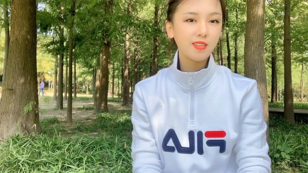 美女背包客打算在上海休息两天,打理一下公司的事情,之后出发下一站 静养