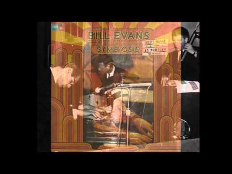 Bill Evans SINGS 'Santa Claus is Coming to Town'!