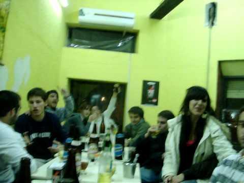festejando, en el bar del tonga!