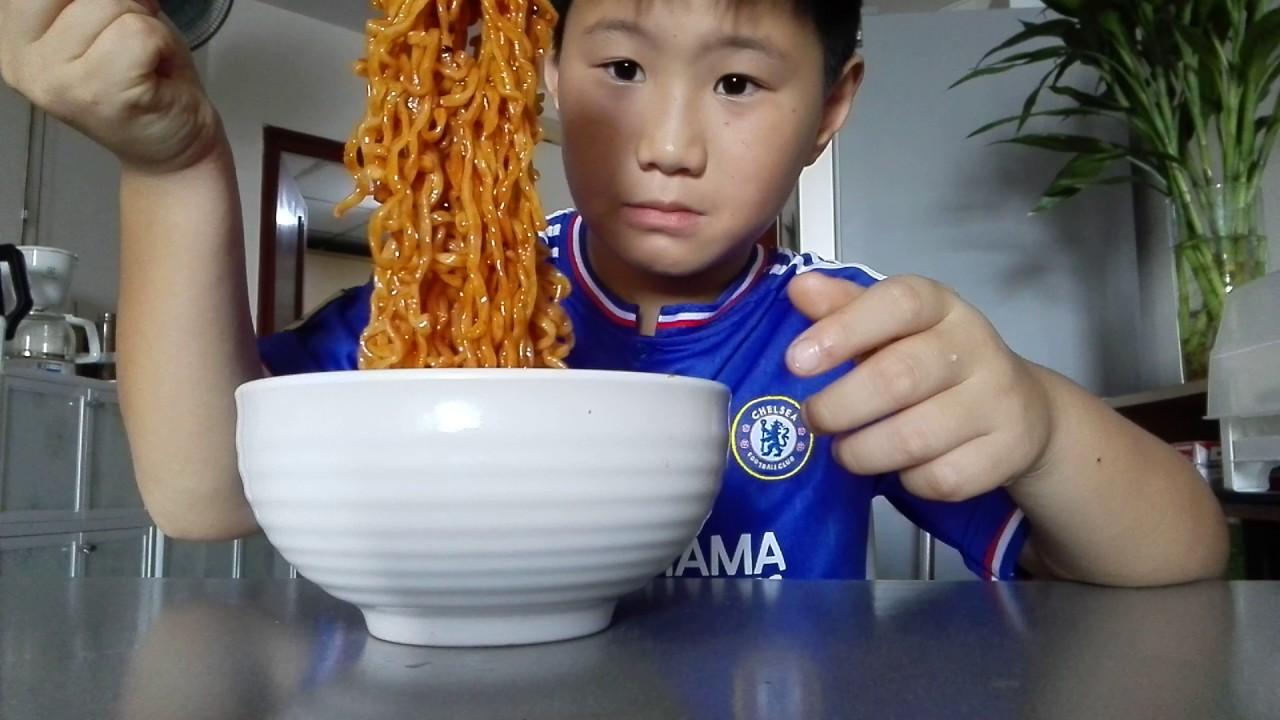 Image result for รูปเด็กกินมาม่า