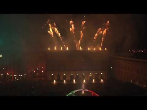 I fuochi artificiali in Piazza De Ferrari per la Festa della Repubblica