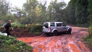 Landrover Discovery 4 rescues Freelander