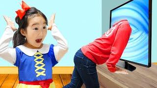 Dad fica fica presa dentro do TV e o Boram tenta ajudar