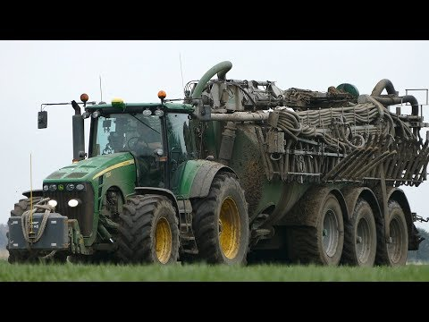 John Deere 8530 Laying Out Slurry in The Field w/ Samson PG25 Manure Barrel | Danish Agriculture