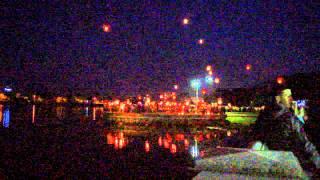 видео Запуск небесных фонариков на 9 мая