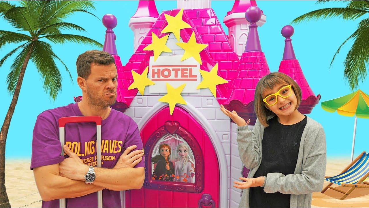 Download Claudia invita a su papa en el Hotel Las Ratitas