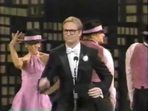 Bill Irwin opens the Tony Awards 1987