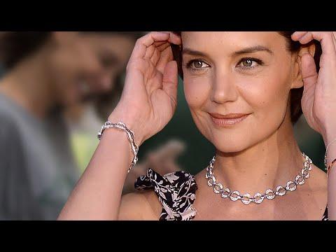 Katie Holmes - Wow, der sieht ja aus wie ein Verlobungsring! Stolz zeigt sie ihren neuen Klunker