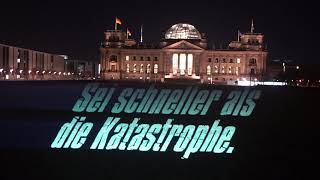 Lichtinstallation in Berlin: Sei schneller als die Katastrophe!