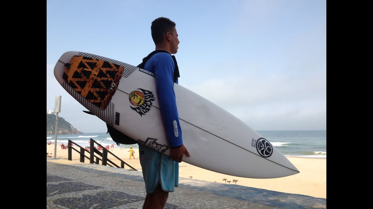 Surfer Junior Siqueira - Backyard
